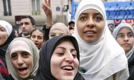 French women demonstrating for the veil