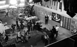 BBC election coverage: The 1966 studio, showing Robert McKenzie standing next to the 'swingometer'