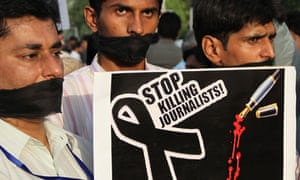 Pakistani journalists protest killing of a colleague