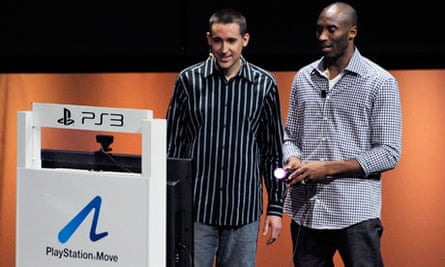 E3 2011: Kobe Bryant plays the NBA 2K11 game with a Sony PlayStation Move controller