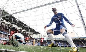 Fernando Torres scores for Chelsea against Sunderland