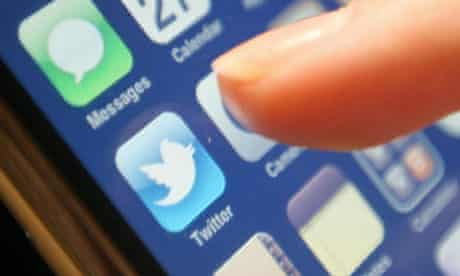 Twitter apologises for fake tweets