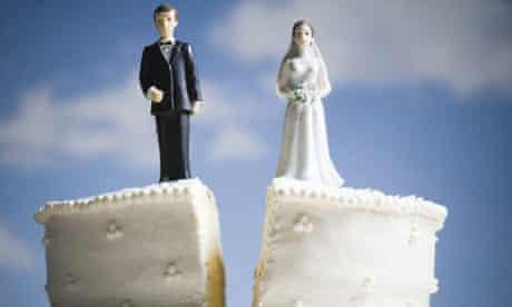 Divorced couple on wedding cake
