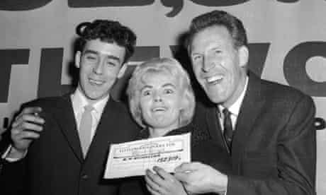 Bruce Forsyth presents a cheque to Keith and Vivian Nicholson who won Littlewoods pools