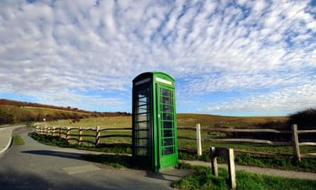 A British Telecom green K6 telephone box