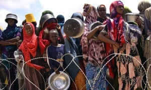 Internally displaced Somalis wait to receive food aid rations
