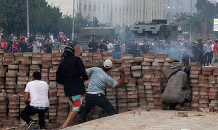Supporters of Mohamed Morsi bettle police