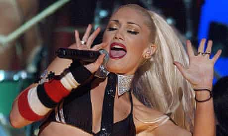 Gwen Stefani of No Doubt in 2001