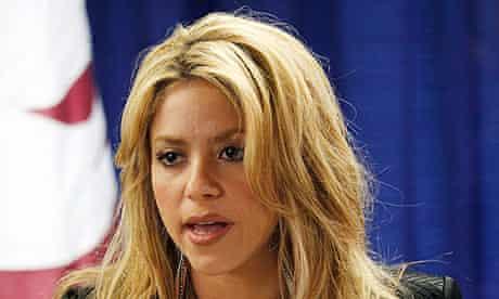 Shakira protests Arizona immigration law