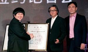Lin Yu Chun signs record deal