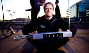 He's electric ... Nick Franglen with his theremin on London Bridge before the experiment.