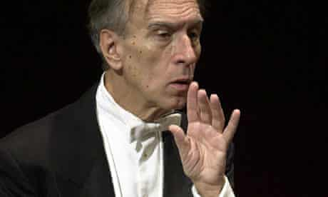 """Claudio Abbado appears to make a """"shh"""" noise as he conducts"""