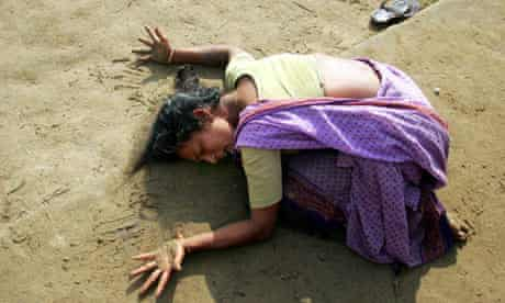 Indian woman mourns death of her relative killed in tsunami in Cuddalore