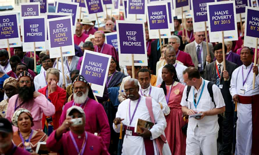 Anglican bishops demonstrate their determination to help end poverty, London 2008.