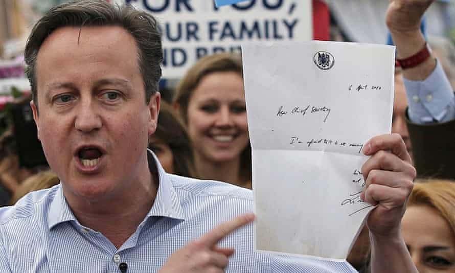 David Cameron brandishes Liam Byrne's letter during the 2015 election campaign.