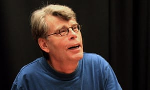 """Stephen King Signs """"Under the Dome"""" At Barnes & Noble"""