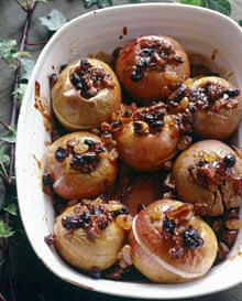 Baked apples with dates