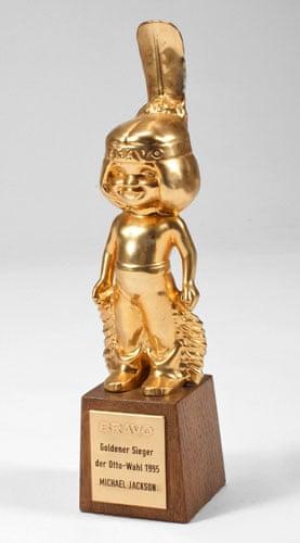 Michael Jackson auction 2: A Bravo gold statuette