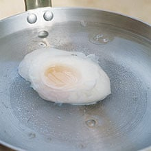 Egg poaching, off the heat