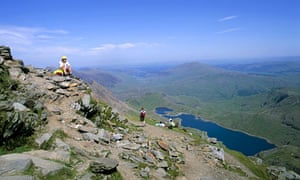 people at Snowdon's peak