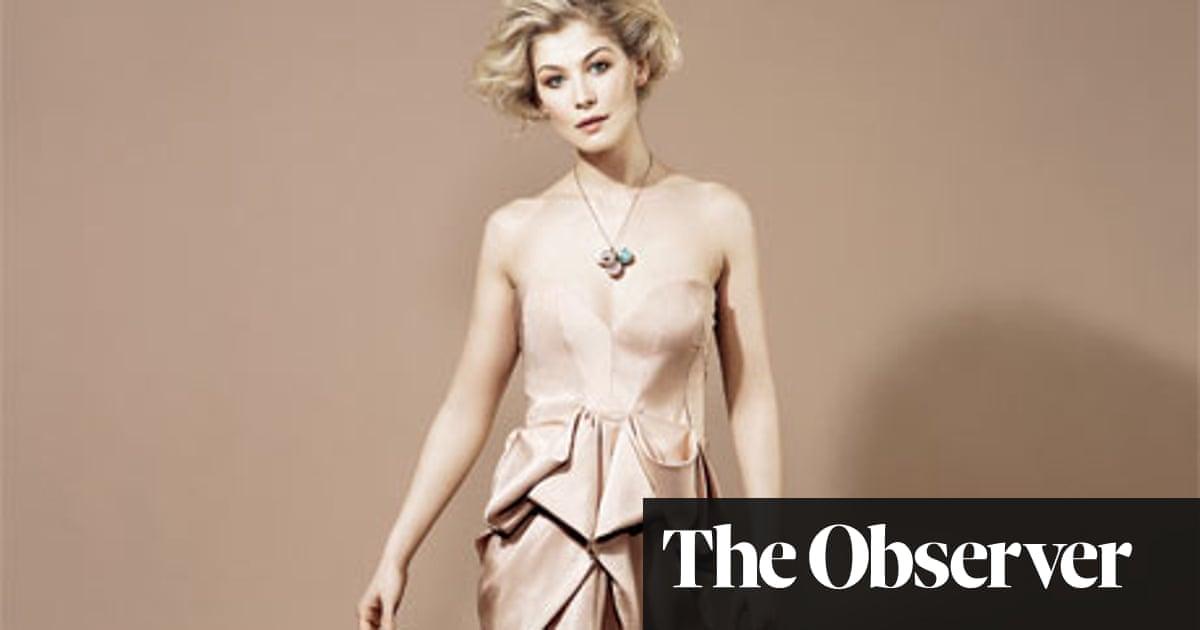 Rosamund pike boobs
