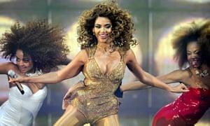 Beyoncé and dancers in full flow