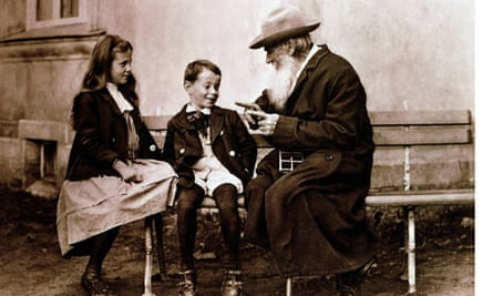 tolstoy-russian-life-bartlett-review