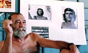 Alberto Diaz 'Korda' Gutierrez with Che Guevara portrait