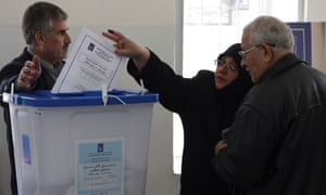 Exiled Iraqis casting votes in Damascus