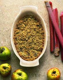 Ginger oat rhubarb crumble