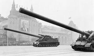tanks-red-square