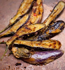 Grilled aubergines with coconut and chilli