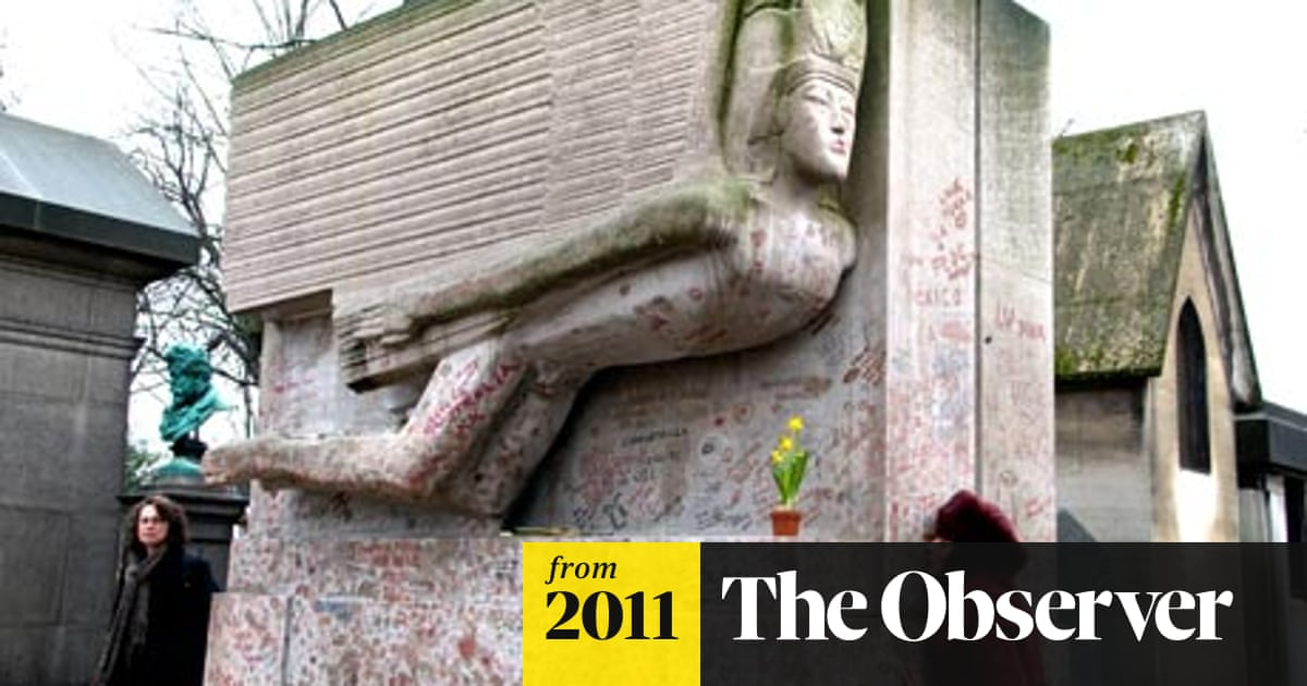Oscar Wilde's lipstick-covered Paris tomb to be protected