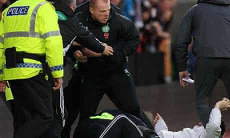 Neil Lennon attacked by a fan