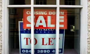to-let-sign-closing-down-sale-in-shop