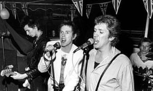 sex pistols play live on jubilee boat