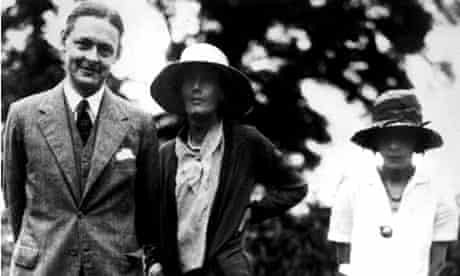 TS Eliot with Virginian Woolf and wife Vivienne