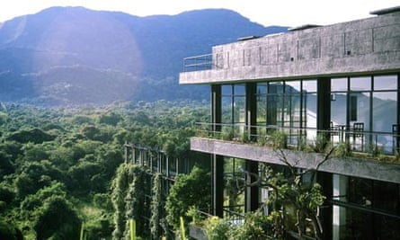 Kandalama Hotel, built on either side of a mountain