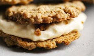 oat cookies with lemon mascapone