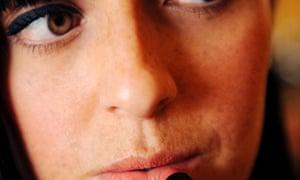 woman-lipstick-mirror