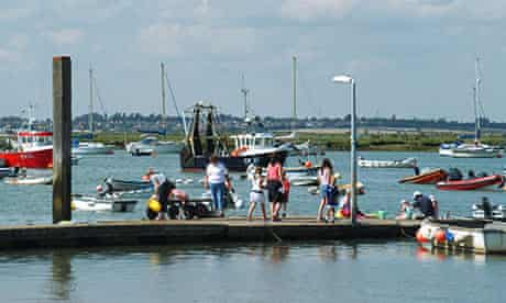West Mersea families using floating quay pontoon for crabbing