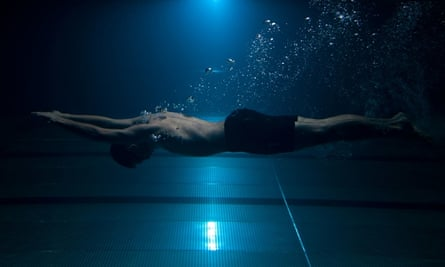 Swimmers can train themselves to last more than five minutes without breathing.