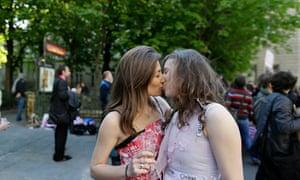 Sex playboy hot lesbian french kiss porn