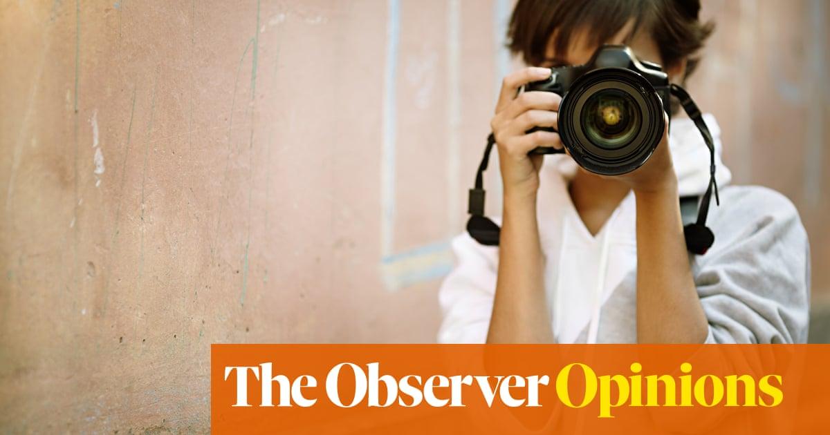 Camera-makers focus on adapting to smartphones' market surge