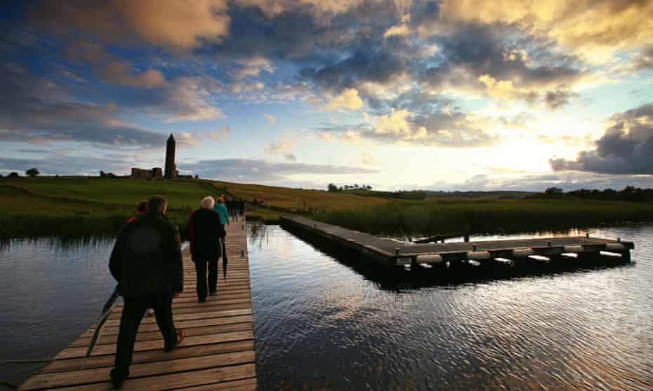 'Diffusion of self into place': the audience cross at twilight to Devenish island  for Ohio Imprompt