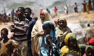 Somalian refugees from the al-Shabaab-controlled town of Afgooye make camp on the side of a road