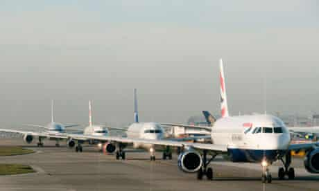 Planes queuing for takeoff at Heathrow