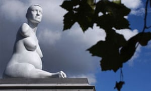 Marc Quinn's sculpture Alison Lapper pregnant in Trafalgar Square, London