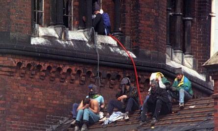 Rioting prisoners at Strangeways, 1990