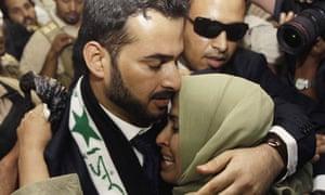 Muntazer al-Zaidi embraces sister at Al-Baghdadya television station